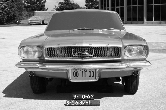 mustang - prototype mustang with cougar badge 02 - Mustang was almost called Cougar
