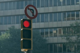 traffic - traffic light link 02 - Red light ahead! Slow down, warns new tech