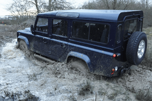 Land_Rover-Defender-110-river-wade