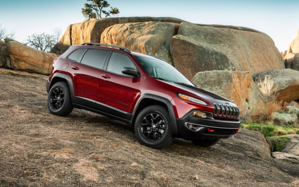 2014-jeep-cherokee-trailhawk-front-three-quarter
