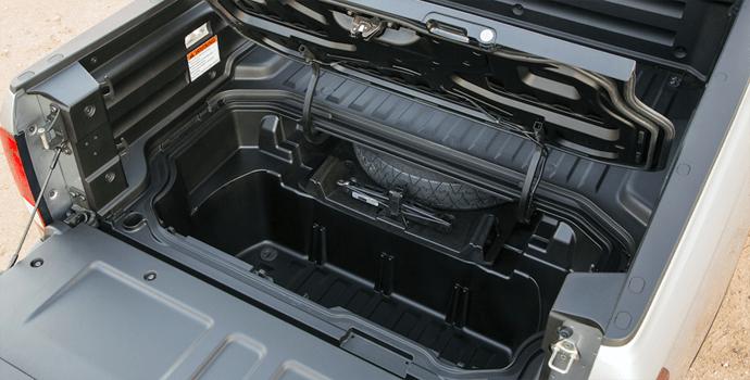 2017-Honda_Ridgeline-in_bed_trunk
