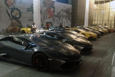 Lamborghini Aventador, Lamborghini Huracan. Singapore street scene