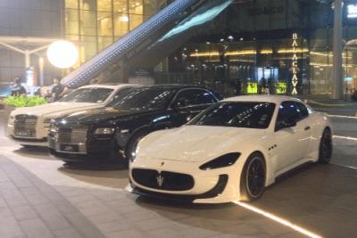 Maserati GranTurismo, Rolls Royce Ghost. Singapore street scene