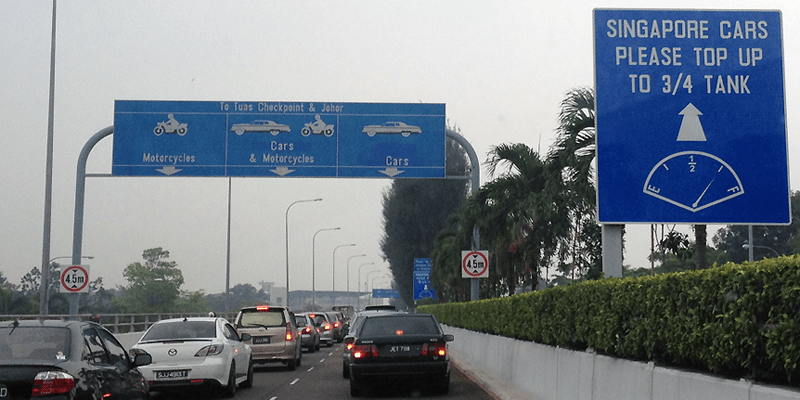 Singapore-Malaysia-border-top-up-fuel
