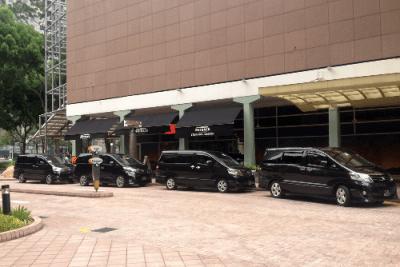 Toyota Alphard. Singapore street scene