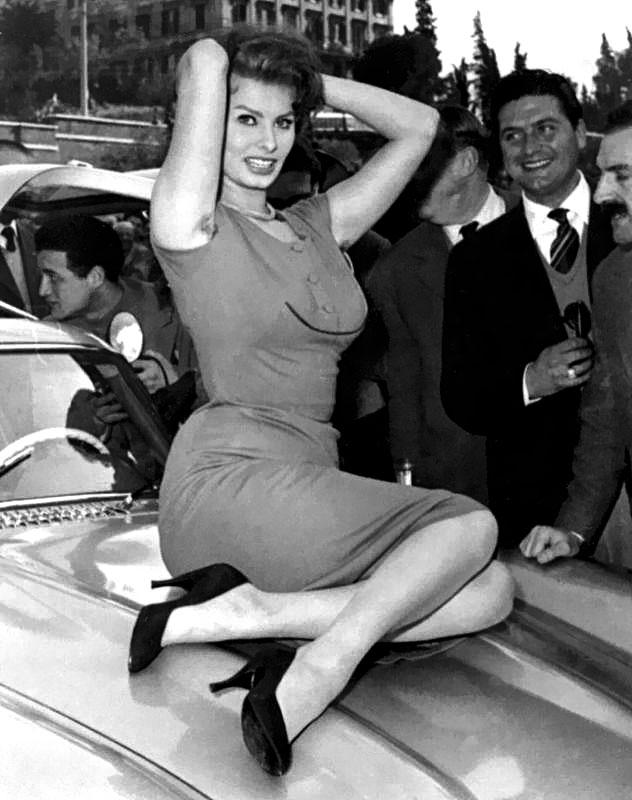 Sophia Loren Mercedes 300 SL Gullwing 10