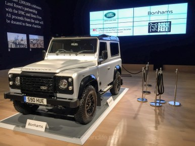 Land Rover Defender 2000000 26