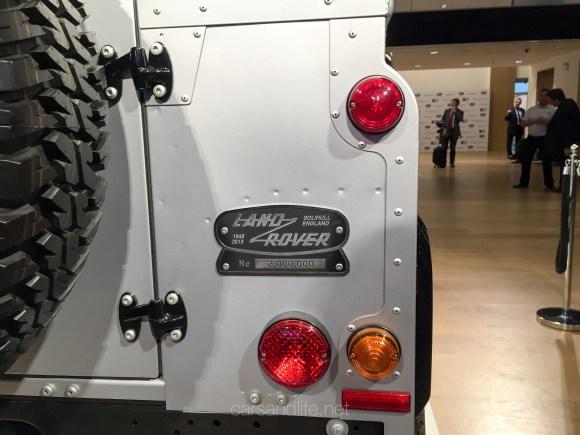 Land Rover Defender 2000000 36