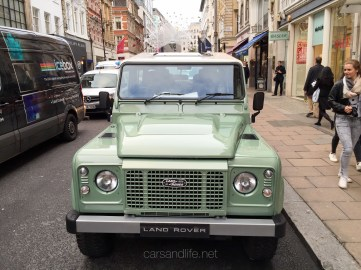 Land Rover Defender 2000000 76