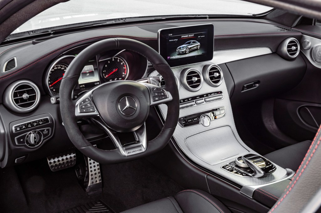 Mercedes-AMG C 43 Coupé, Interieur: Leder schwarz Kraftstoffverbrauch (l/100 km) innerorts/außerorts/kombiniert: 10,6/6,2/7,8 CO2-Emissionen kombiniert: 178 g/km interior: leather black Fuel consumption (l/100 km) urban/ex urban/combined: 10.6/6.2/7.8 combined CO2 emissions: 178 g/km