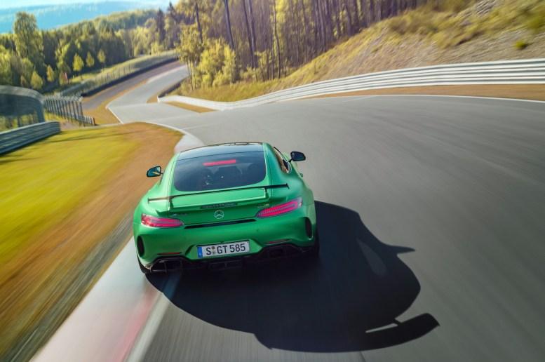AMG GT R; 2016; Rennstrecke; Exterrieur: AMG Green Hell magno ;Kraftstoffverbrauch kombiniert: 11,4 l/100 km, CO2-Emissionen kombiniert: 259 g/km AMG GT R; 2016; race track; Exterior: AMG Green Hell magno; Fuel consumption, combined: 11.4 l/100 km, CO2 emissions, combined: 259 g/km