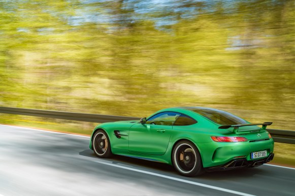 AMG GT R; 2016; Landstraße; Exterrieur: AMG Green Hell magno ;Kraftstoffverbrauch kombiniert: 11,4 l/100 km, CO2-Emissionen kombiniert: 259 g/km AMG GT R; 2016; country road; Exterior: AMG Green Hell magno; Fuel consumption, combined: 11.4 l/100 km, CO2 emissions, combined: 259 g/km
