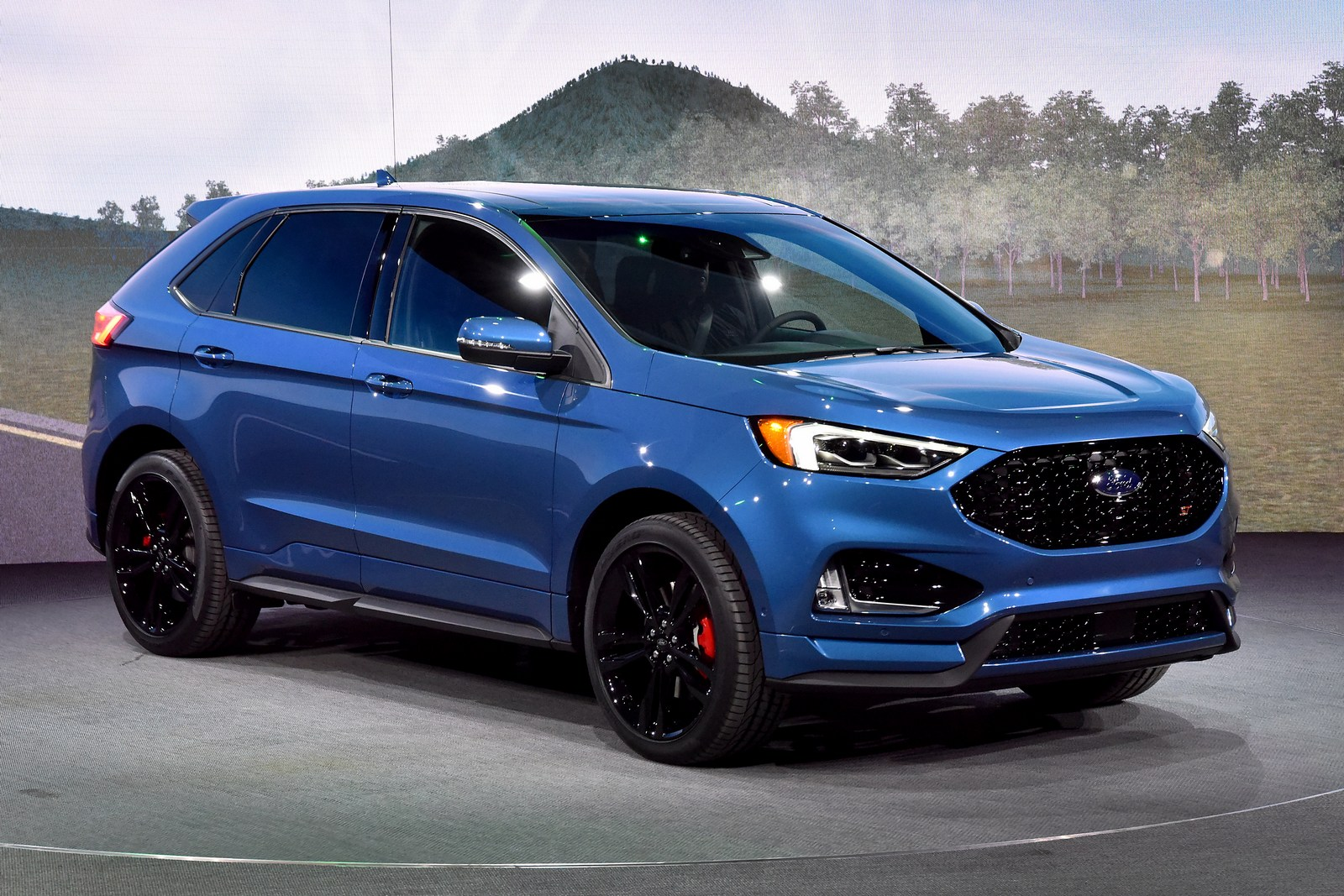 2019 Ford Edge St Brings A Classleading Twinturbo V6 To