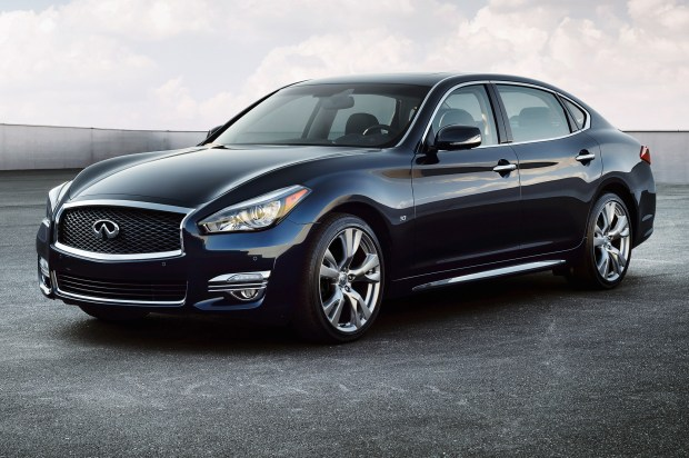 2015-Infiniti-Q70L-front-side-view-parked