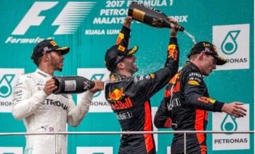Verstappen, que devia boa atuação, vence na Malásia e Hamilton amplia vantagem para Vettel