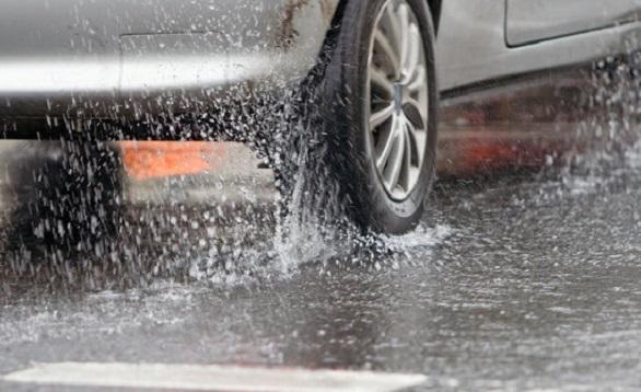 tips-pilihan-untuk-pilihan-ban-mobil-di-saat-cuaca-hujan