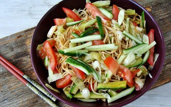 Salata asiatica cu taitei somen
