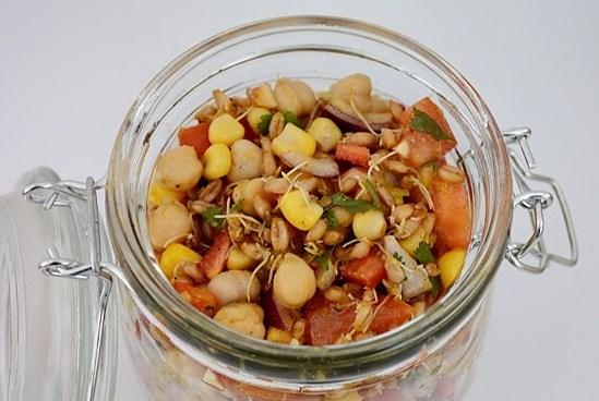 Salata indiana cu naut si porumb