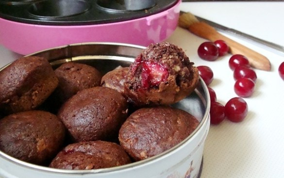 muffins cu visine si cacao la aparatul de briose