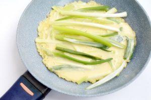 Clatite coreene cu ceapa verde (6)