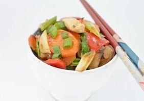 pui cu legume la wok