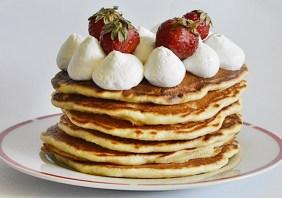 Pancakes pufoase cu maia naturala