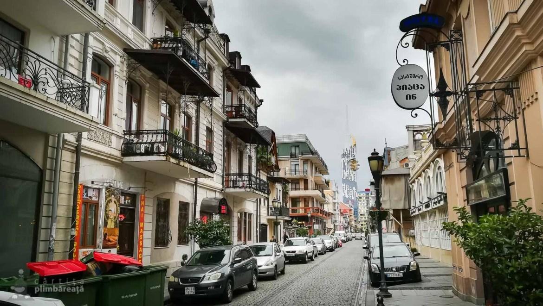 Alta straduta tot pe langa Batumi Piazza