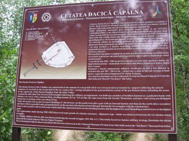 Panoul informativ de la intrarea in zona cetatii - Cetatea dacica de la Capalna