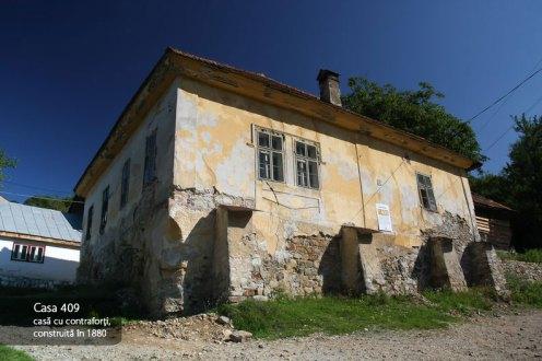 Casa 409, casa cu contraforti, construita in 1880