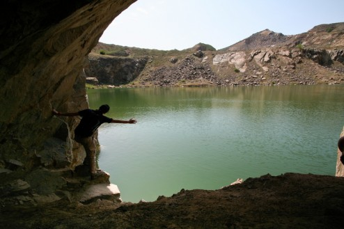 Grota artificiala in malul estic - Lacul Iacobdeal - Turcoaia - Muntii Macin
