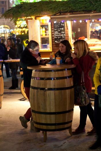 La un vin fiert la Targul de Craciun, Universitate, Bucuresti 2012