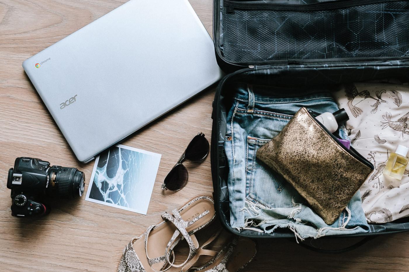 Beauty case dentro una valigia - cartoleria rossi mantova