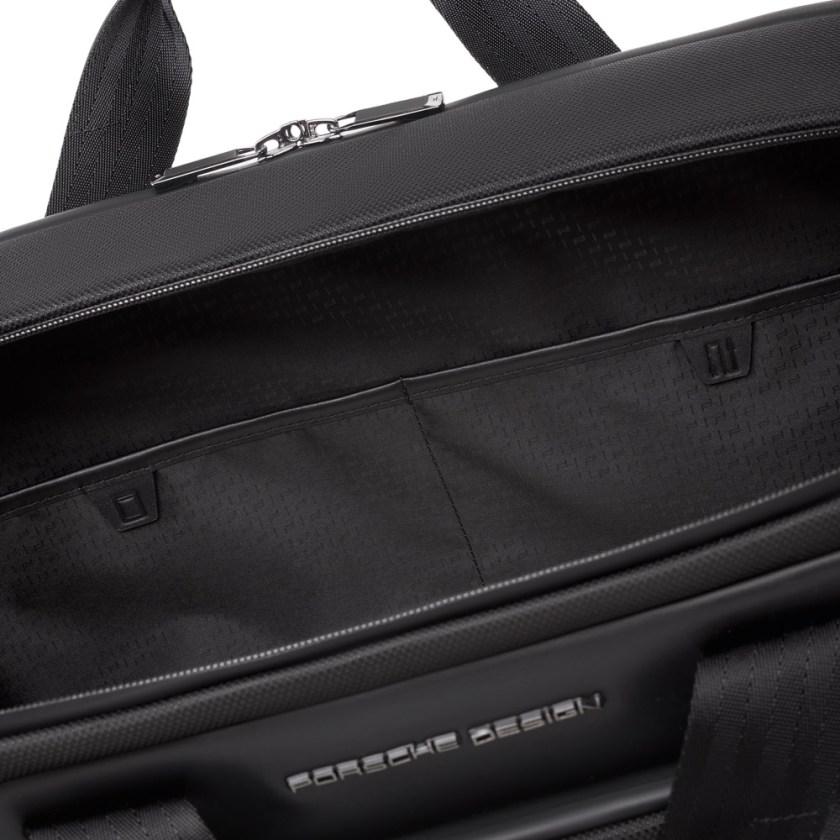 Porsche Design - Roadster Nylon Briefcase M - Cartoleria Rossi Mantova dal 1927 - Ampia e moderna valigetta portadocumenti da lavoro da uomo realizzata in nylon e pelle liscia. Due scomparti principali con tasca integrata per laptop da 17 pollici. Manici e tracolla.