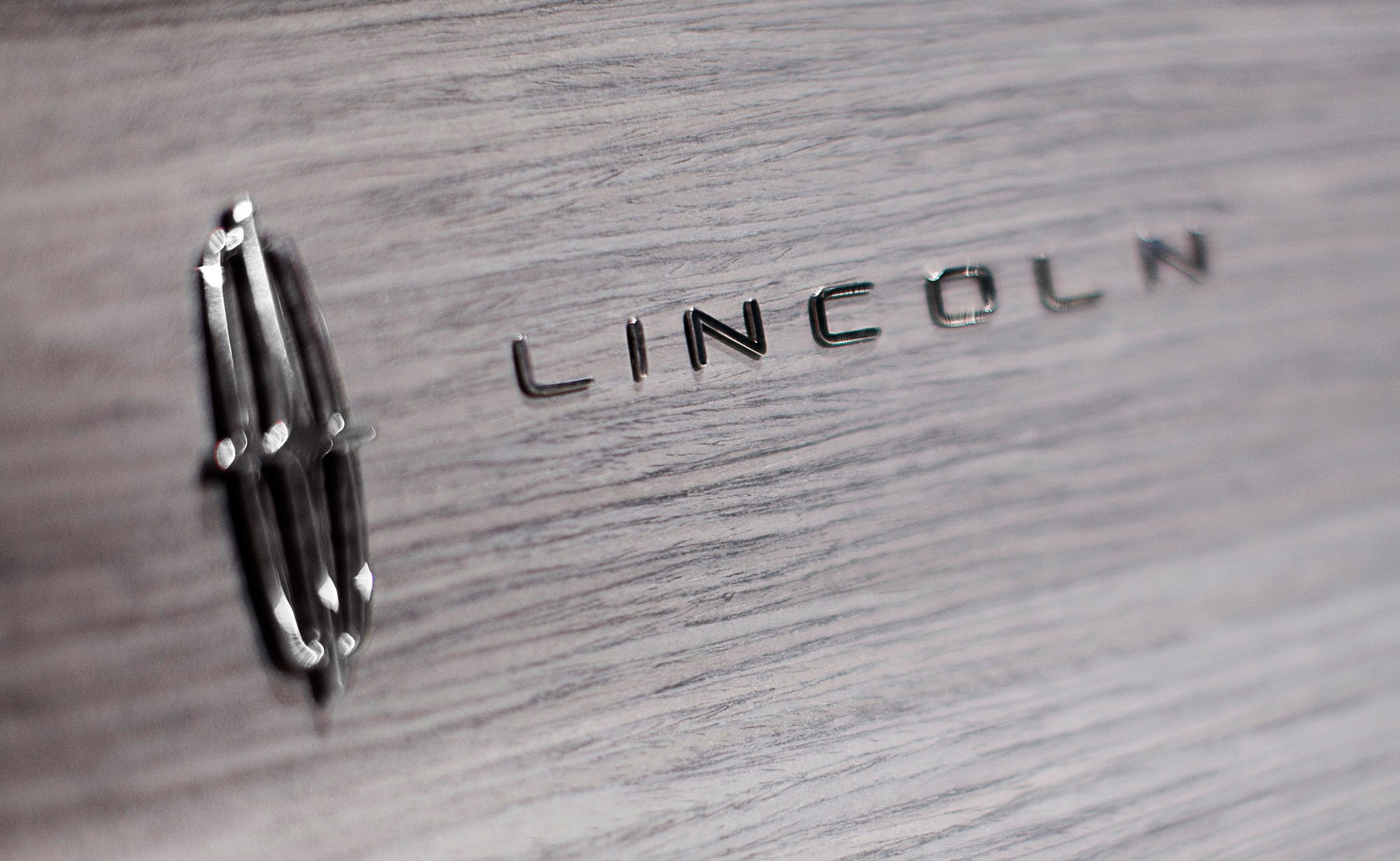 hight resolution of lincoln c concept emblem 09