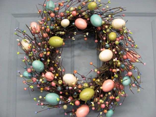 https://i0.wp.com/carujeme.cz/wp-content/uploads/2015/03/16-welcoming-handmade-easter-wreath-ideas-you-can-diy-to-decorate-your-entry-5-630x472.jpg