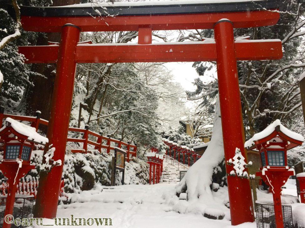 貴船神社の本宮前の鳥居
