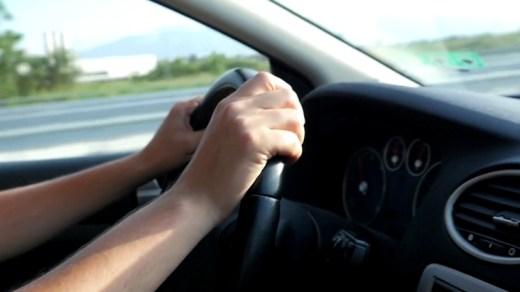 Cara Memegang Setir mobil