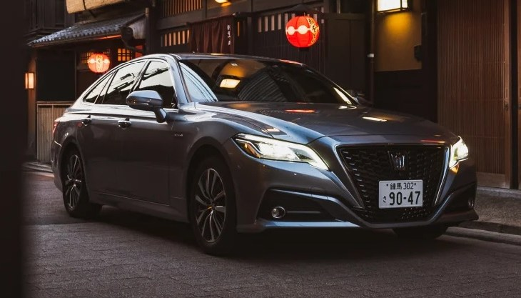 Spesifikasi Mobil Menteri Kabinet 2019-2014 - Toyota Crown 2.5 HV G-Executive