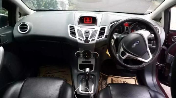 Hatchback Bekas Keren - Ford Fiesta Interior