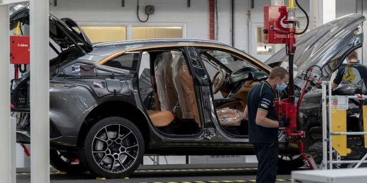 Inspeksi Final di Jalur Produksi - Aston Martin DBX SUV