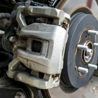 Tanda bearing roda mobil bermasalah dan harus diganti