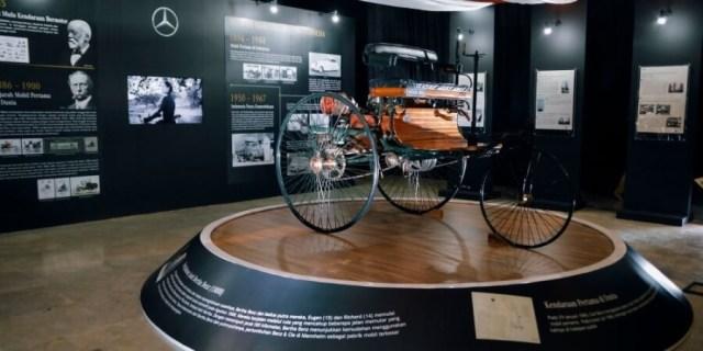 Replika Mobil Pertama Mercedes Benz didonasikan ke Museum Nasional Indonesia - Sumber-Dokumentasi PT Mercedes Benz Indonesia - Feb 2020