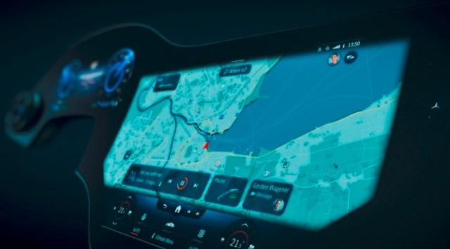 Layar Sentuh full mobil listrik Mercedes Benz masa depan dengan AI MBUX