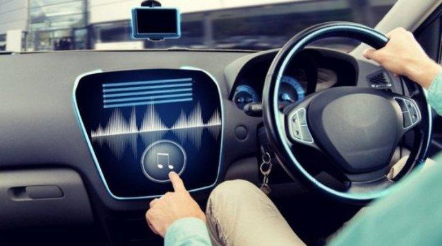 Mendengarkan musik saat mengemudi, mengapa berbahaya