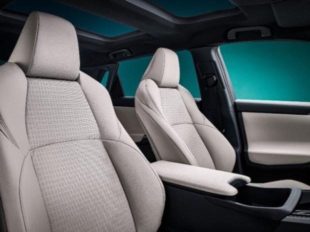 Interior Cabin Depan - versi EV RAV4