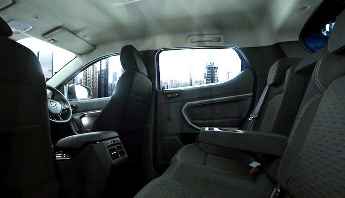 Kabin Belakang Sub-compact SUV