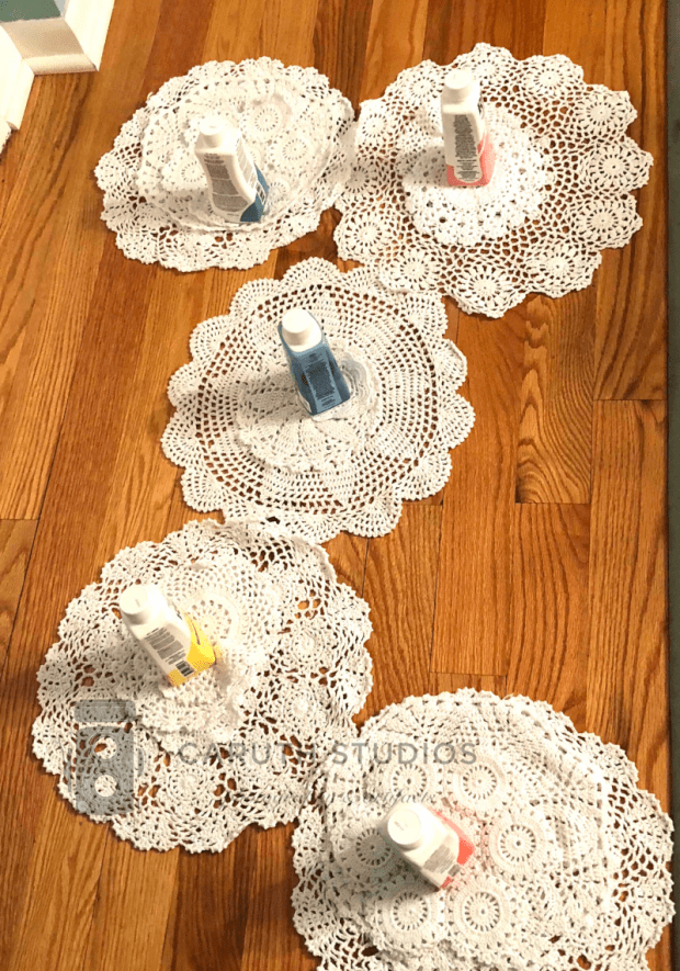 Doilies assigned to dye color