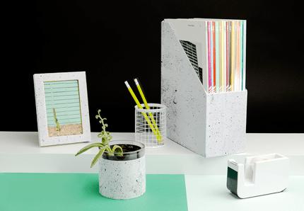 Chasing Paper desk accessories in Concrete