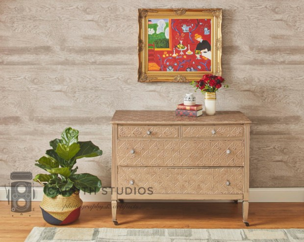 Entry chest of drawers