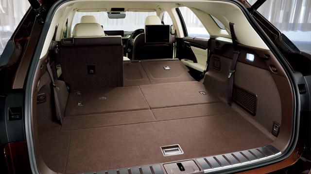 新型レクサスRX後部座席画像